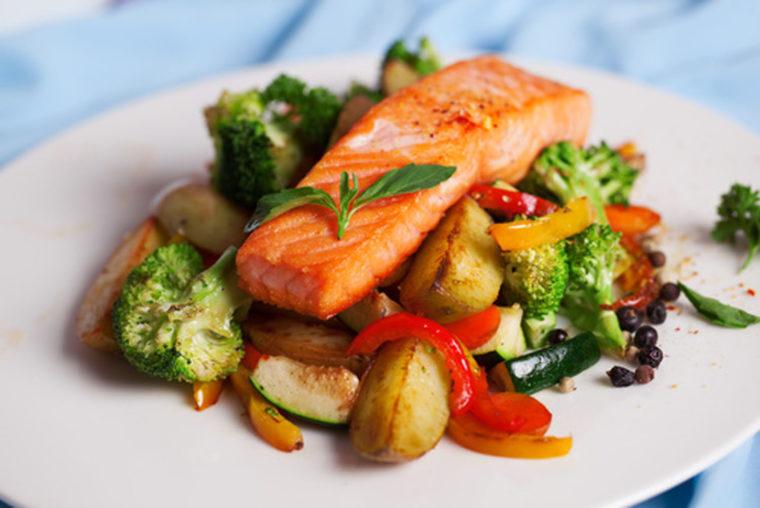 Sapore Catering, Tutzing - Lachsfilet mit Gemüse
